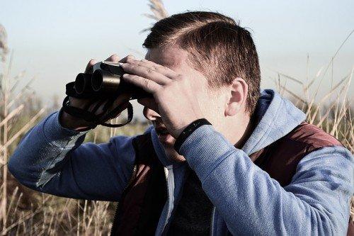 Spionaggio, raccogliere dati altrui è reato: viola la privacy