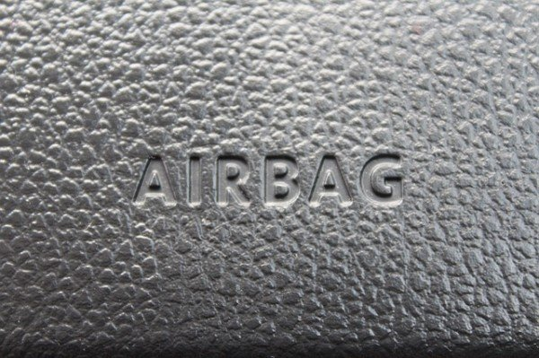 Se scoppia o non si apre l'airbag chi risarcisce?