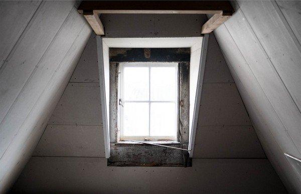 Da sottotetto a loft abusivo: legittimo viverci o affittarlo?