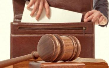 Avvocati, tornano le tariffe minime