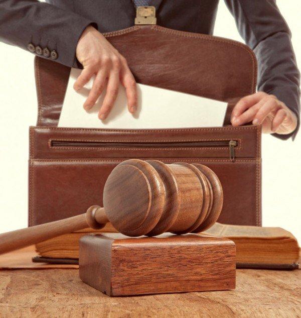 L'avvocato può insegnare diritto?