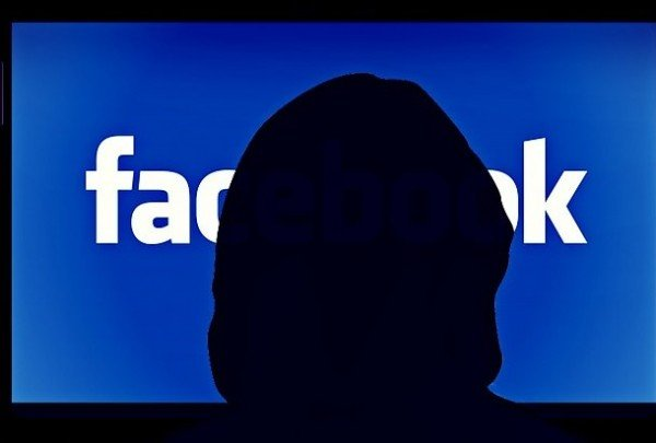 Cosa rischio se creo un falso account su Facebook?