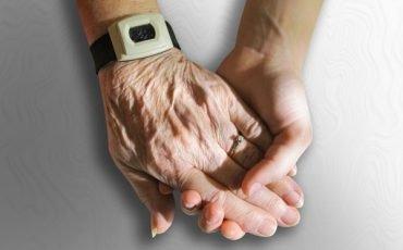 Parente malato o anziano: chi può fare l'amministratore di sostegno?