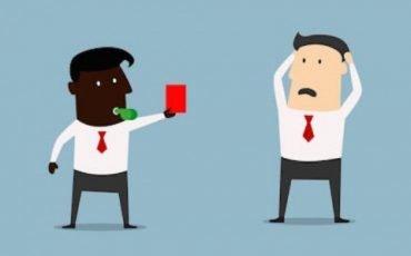 Mi licenziano se litigo o picchio un collega di lavoro?