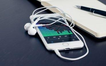 Cellulare rotto o difettoso: come si difende l'acquirente?
