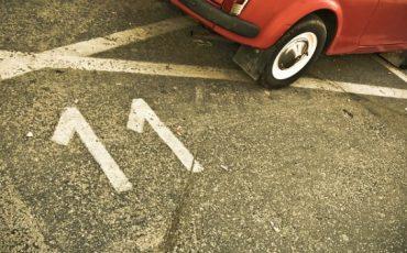 L'assicurazione paga se urto contro un'auto parcheggiata?