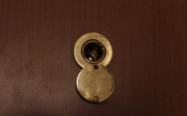 L'inquilino installa una porta blindata: diritto al rimborso?