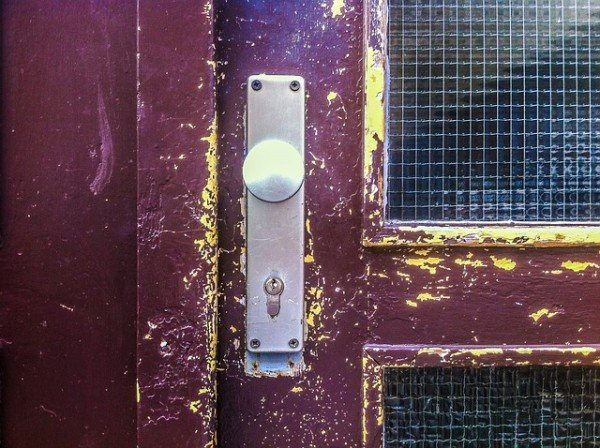 Se la moglie cambia serratura di casa: reato senza sanzioni