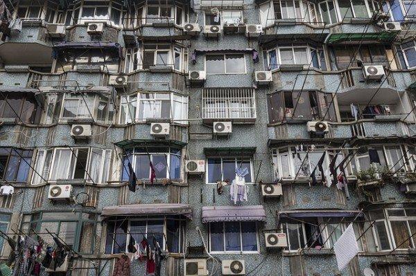 A che distanza devono stare i condizionatori in un palazzo?