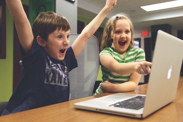 Figli su internet, quali rischi e cosa fare