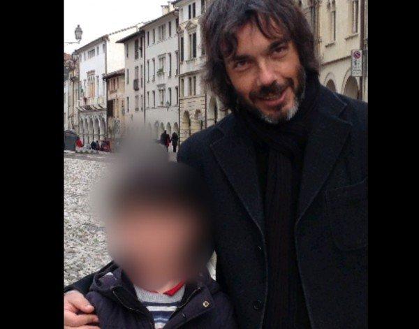 Offuscare i volti dei bambini nelle foto per proteggerli dai pedofili