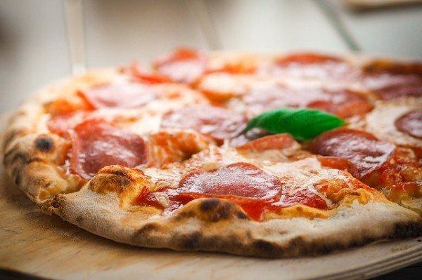 Menu pizzeria: se c'è scritto mozzarella che può essere?