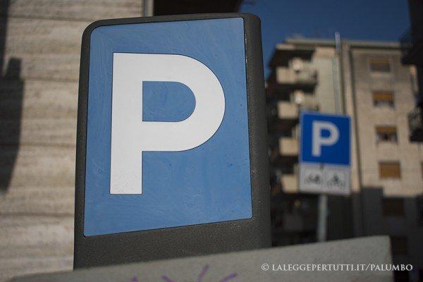Falsificare ticket parcheggio: che si rischia?