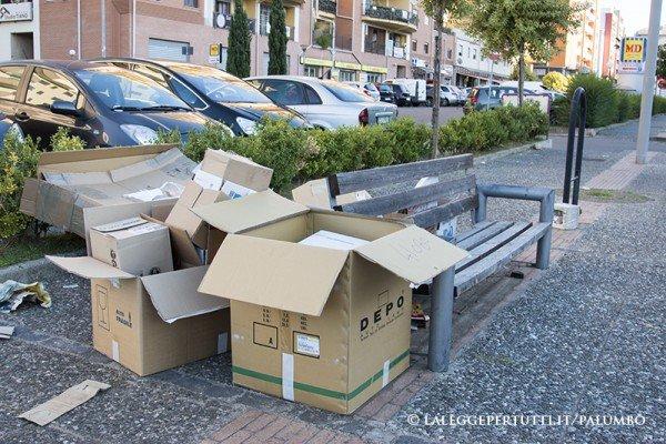 Se qualcuno butta la spazzatura vicino casa di altri che fare - Contenitori spazzatura casa ...