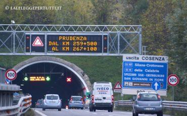 Incidente su autostrada per danni all'asfalto: chi risarcisce?