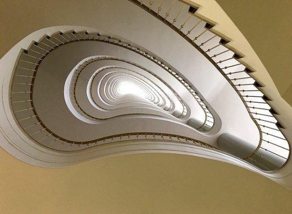 Caduta dalle scale, responsabile il condominio