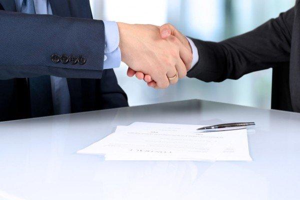 Contratti con la banca: basta la firma del cliente