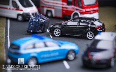 Brillo alla guida: per l'incidente al passeggero spetta il risarcimento?