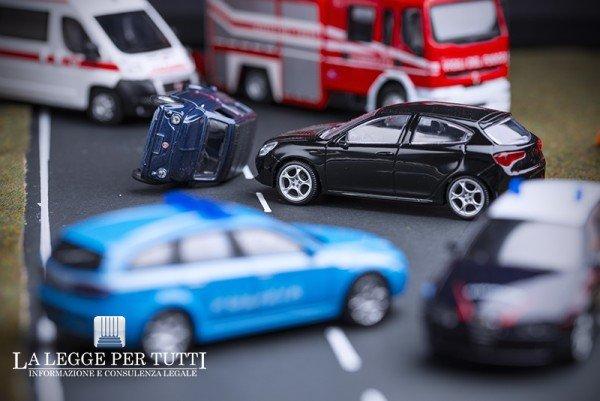 Incidente con più veicoli: chi paga i danni?