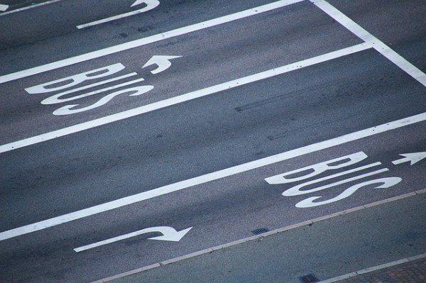 Multa sulla corsia riservata ad autobus: che fare?