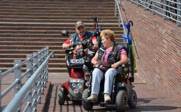 Lo scivolo per disabili senza corrimano è a norma?