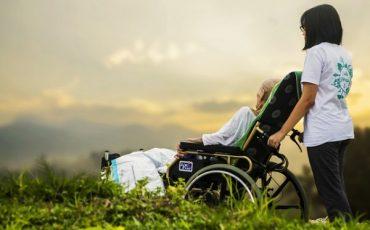 Assistenza al familiare invalido: chi è tenuto a prendersene cura