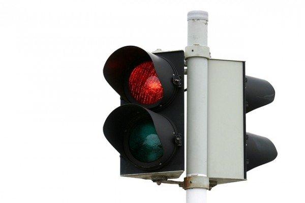 Multa al semaforo, devo superare la linea di stop sulla strada?