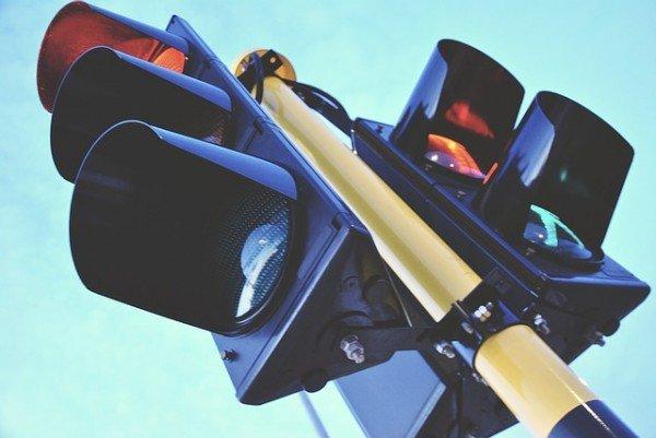 Posso impugnare un multa se il giallo del semaforo dura poco?