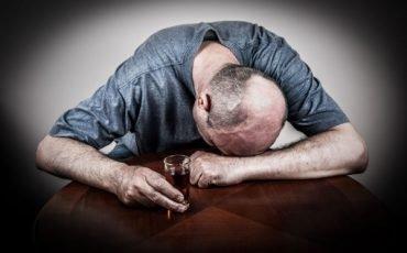 Marito alcolizzato: posso chiedere separazione e addebito?