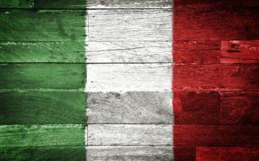 Bruciare o strappare la bandiera italiana è reato