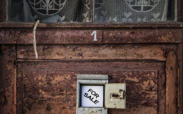 Casa in comproprietà: il creditore può venderla?