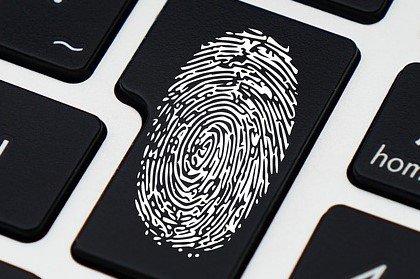 Si può rubare l'impronta digitale da un selfie?