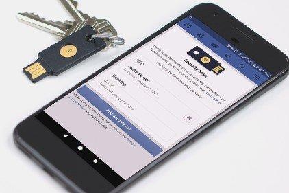 Proteggere l'accesso a Facebook con una chiave USB