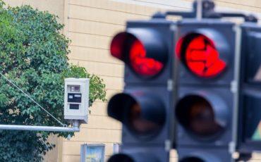 Multa al semaforo rosso: come si contesta
