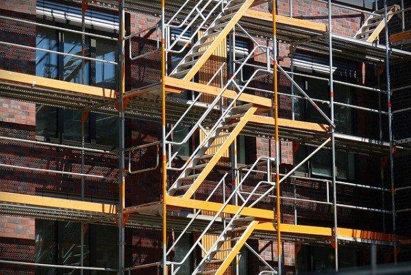 Furto tramite ponteggio incustodito: il condominio paga i danni?