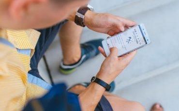 Posso controllare le attività di mio figlio sullo smartphone?