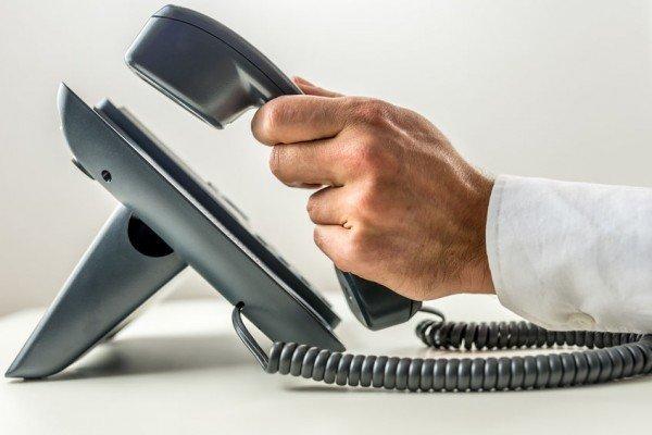 Dipendente in malattia: il datore non può telefonare al medico