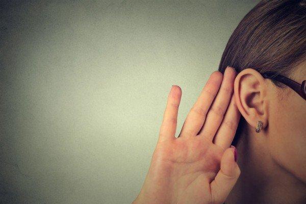 Rivelare segreti e fatti personali in testimonianza non è reato