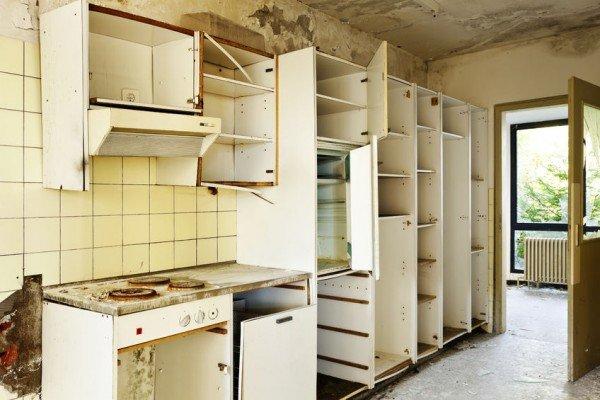 Entrare in un edificio abbandonato è reato?