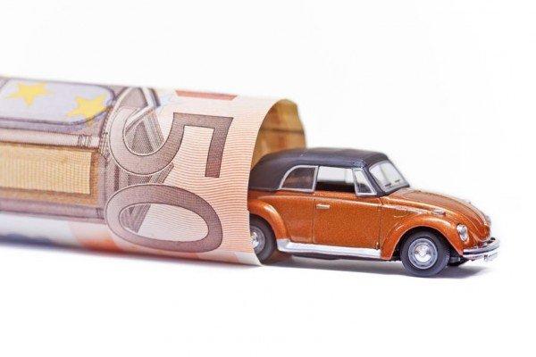 Come fare per usare l'auto la domenica detraendo i costi?