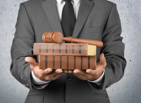 Avvocato, come farsi pagare la parcella per incarichi stragiudiziali