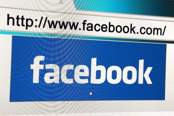 Legge offese su Facebook