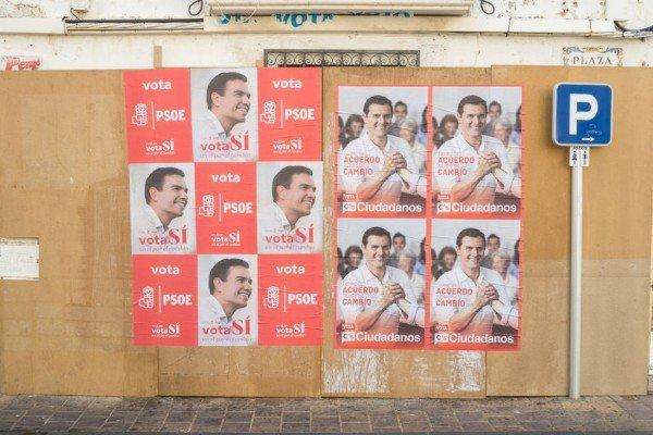 Attaccare adesivi elettorali con partito e candidato è reato