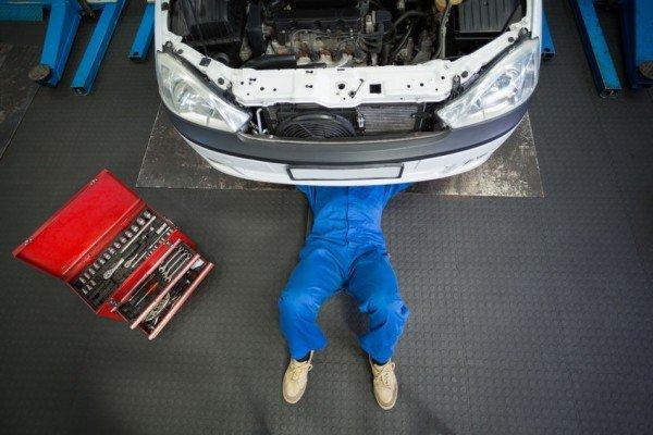 Se il meccanico mi danneggia l'auto: che fare?