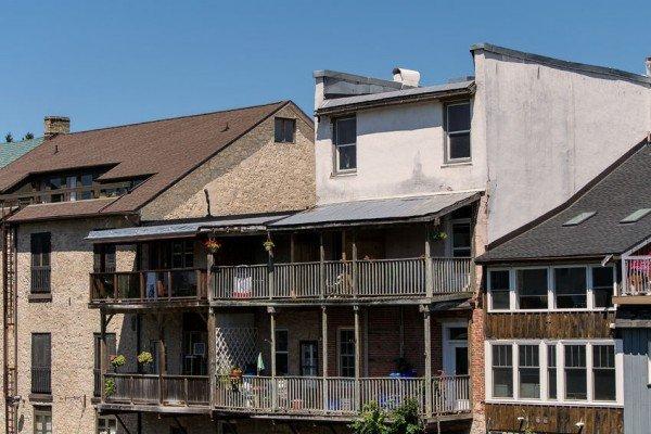 Tettoia sul terrazzo, ci vuole il permesso di costruire?