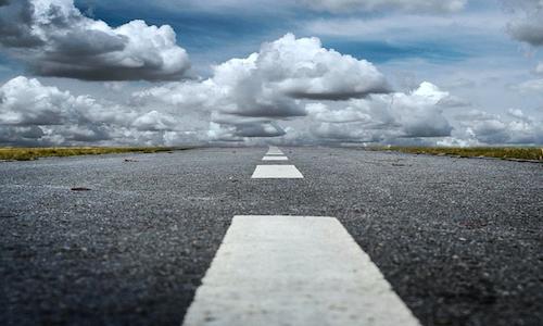 Niente distanza di sicurezza per le auto su corsie parallele