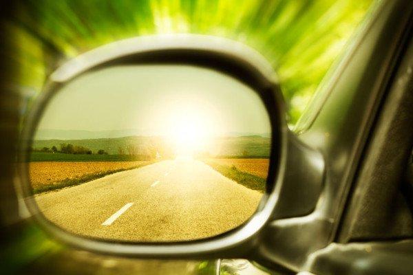 Truffa dello specchietto retrovisore: come difendersi