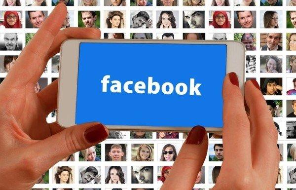 Amicizia su Facebook tra commissario e candidato al concorso