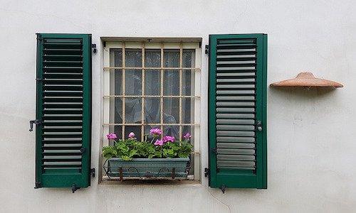 Inferriate su balcone e finestre serve l 39 autorizzazione for Voglio costruire una piccola casa