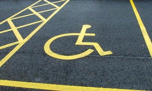 Dove può stare l'auto con il contrassegno invalidi?